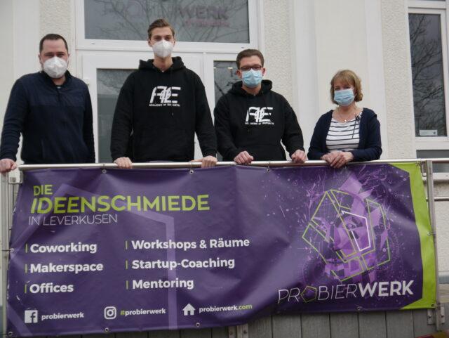 Probierwerk-Leiter Benjamin Schulz, Luca Kühn, Marvin Hintz und WfL-Gründungsberaterin Rita Straßer (v.l.).